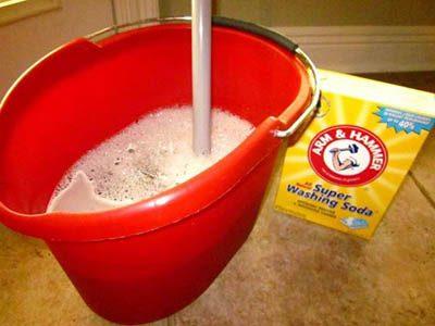 mélange eau chaude et savon pour déboucher évier