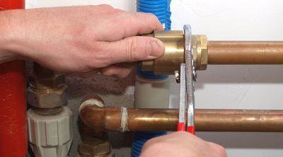 Une réparation fuite canalisation par un plombier qualifié