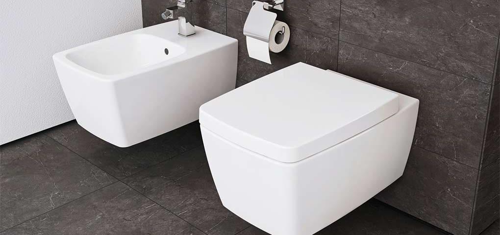 toilette dans salle de bain petite salle de bain et toilettesu ides sur la dcoration et with. Black Bedroom Furniture Sets. Home Design Ideas